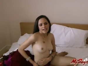 Indian sexy pornstar babe Jasmine is fucking with herself