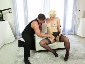 girls paled in video