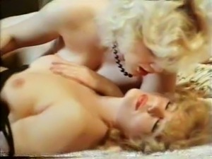 mature vintage lesbian