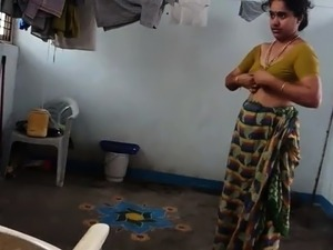 indian saree butt shaking girls