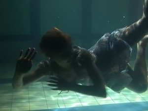 girl underwater video