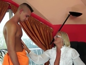 mature nylons mom xxx