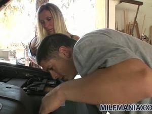 Lustful blonde MILF Devon Lee gives blowjob to her mechanic
