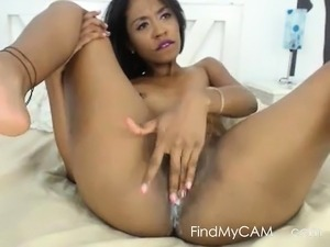 Young Colombian camgirl gives perfect squirt show.