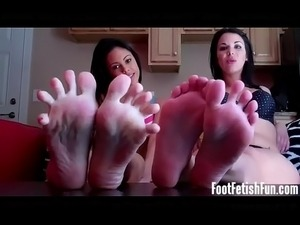 foot in pussy video