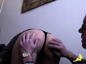german housewife fingering her pussy