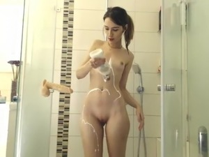 girls showering ther boobs