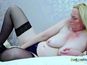solo girl squirts cum video