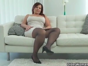 milf slut vids with swinging tits