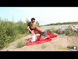 bikini beach babes videos